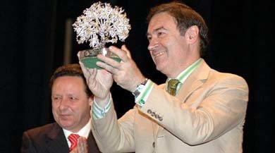 """El diario """"El Mundo"""" recogía 29 de Junio de 2006e la entrega a Pedro J. Ramírez del premio """"Para la Libertad"""" en su primera y última edición."""