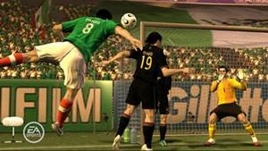 Fifa 2008, de EA Sports, donde se pueden ver anuncios publicitarios en las vallas del campo de juego, suponemos que las marcas correspondientes tendrán acuerdos financieros con la compañía desarrolladora del videojuego.