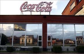 Atacan con cócteles molotov la planta de Coca-Cola de Fuenlabrada