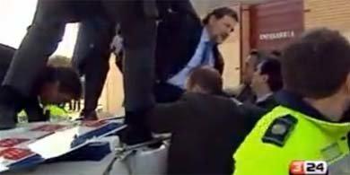 Mariano Rajoy rescatado del accidente de helicóptero en diciembre de 2005. El vehículo había sido presentado meses antes en un acto organizado por la Gürtel con facturas falsas.
