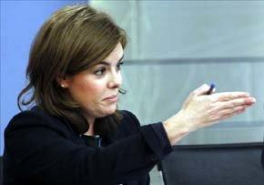 La vicepresidenta del Gobierno, Soraya Sáenz de Santamaría, durante la rueda de prensa posterior a la reunión  del Consejo de Ministros. EFE