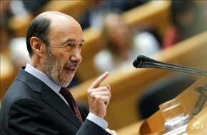 El líder del PSOE, Alfredo Pérez Rubalcaba durante su intervención en un pleno del Congreso. EFE/Archivo