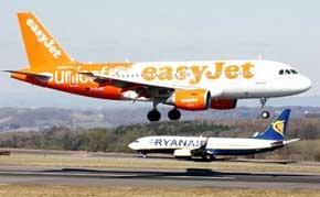 """Multadas Ryanair y EasyJet en Italia por venta """"engañosa"""" de un seguro de viajes"""