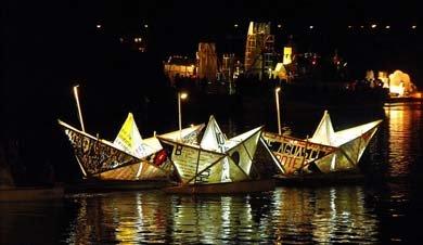 Noche Valdiviana y su desfile fluvial de carros alegóricos