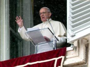 ''Pido a la comunidad internacional que apoye cada iniciativa de diálogo y concordia'', concluye el Pontífice desde su balcón.