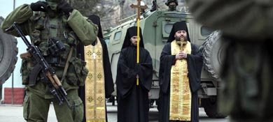 Militares del Ejército ruso se movilizan en Crimea (Efe).