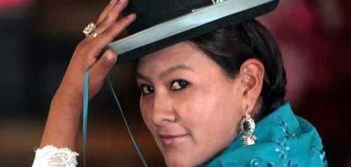 Una de las asistentes a la primera escuela de modelaje para 'cholitas', mujeres indígenas aymaras bolivianas que visten a la manera tradicional.