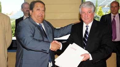 Alfonso Tezanos (i), y Arturo Fernández en un acto en la Cámara de Comercio. (Foto: Cámara de Comercio. )