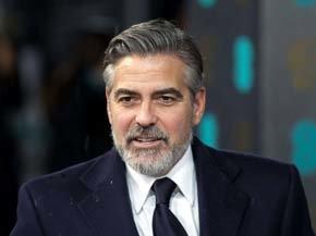 El actor George Clooney siempre se deja la barba cuando quiere dar imagen de artista comprometido.