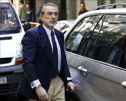 Francisco Correa, presunto cabecilla de la trama Gürtel, a su llegada a la Audiencia Nacional para comparecer por primera vez ante el juez Pablo Ruz. EFE