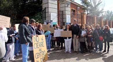 Protesta contra el cierre del centro de Alzheimer de Toledo, que ha impedido finalmente la Justicia tras un recurso del PSOE