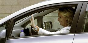 Esperanza Aguirre saliendo en coche de la Asamblea de Madrid / EFE-Archivo