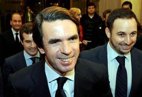 José María Aznar y Santiago Abascal en 2011 en el V aniversario de la Fundación DENAES / Foto jmaznar.es