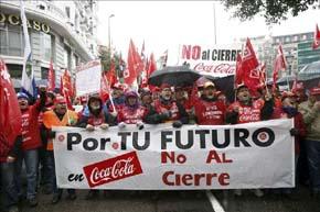 Los trabajadores de Coca-Cola en una manifestación en Madrid contra el expediente de regulación de empleo (ERE), en febrero pasado. EFE