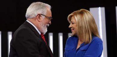 Miguel Arias Cañete y Elena Valenciano antes del debate que mantuvieron con motivo de las elecciones europeas en TVE / EFE