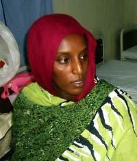 La sudanesa condenada a muerte tuvo que dar a luz con las piernas encadenadas