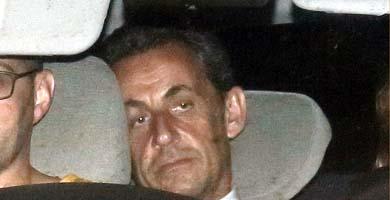 Sarkozy, interrogado durante 15 horas - El expresidente francés es imputado por tráfico de influencias y se enfrenta a una pena de hasta cinco años de prisión