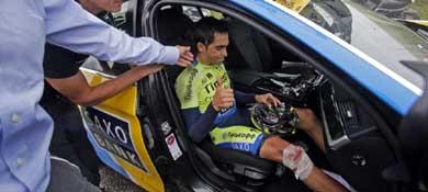 Momento en el que Alberto Contador se retira del Tour de Francia.