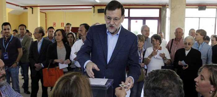 El presidente del Gobierno ejerce su derecho a voto en los últimos comicios. (EFE)