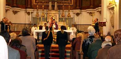 Foto de archivo de una misa celebrada en honor a Francisco Franco en la Iglesia de Santiago el Mayor y San Juan Bautista (Madrid) en enero de 2012. AJE.