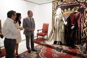 El vestuario de la serie de televisión Isabel se expone en la sala del Archivo Municipal
