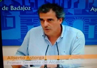 Captura de la TV extremeña con la comparencencia  del Teniente de Alcalde de Badajoz