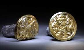 Joya encontrada en el sitio arqueológico de Huarmey ( Huarmey Perú)