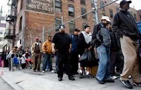 Más de 153 millones de estadounidenses obligados a vivir de la ayuda asistencial