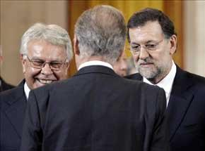 Felipe González y Mariano Rajoy en 2012, en un acto con la presencia de Juan Carlos. EFE/Archivo