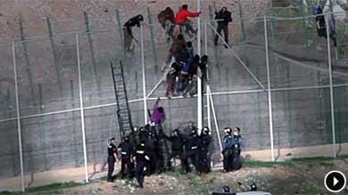 La Guardia Civil golpea en Melilla a un inmigrante y lo entrega inconsciente