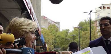 Esperanza Aguirre a su llegada al acto de conciliación con Pablo Iglesias