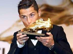 Cristiano recibió la Bota de Oro que comparte con Suárez