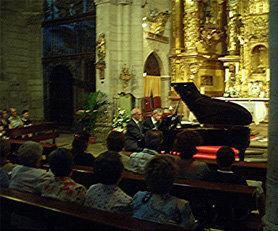 Juan Mendívil (i) y Dimitar Kanorov durante el concierto ofrecido en la iglesia de Torrelaguna el pasado 18 de julio