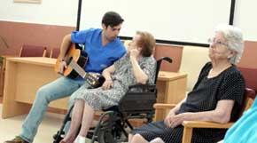 El Programa de Musicoterapia del Sepad abarcará más centros y residencias de mayores de Extremadura