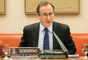 Alonso propone a los grupos parlamentarios alcanzar un acuerdo que refuerce la dependencia