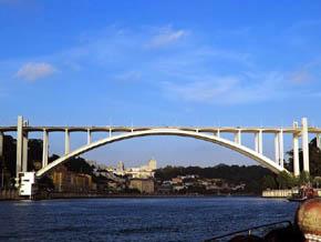 Oporto: Entre Puentes A La Búsqueda Del Vino