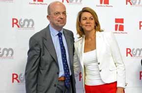Imagen de archivo de Nacho Villa y María Dolores de Cospedal el día de su toma de posesión como director general de Radio Televisión Castilla-La Mancha.