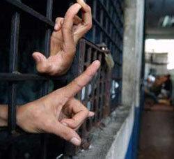 Según los denunciantes, la Marina de Guerra habría presionado para anular la condena a 20 años  de cárcel a un ex comandante de la institución