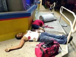 El cuerpo sin vida del peque�o Marcos Miguel Pano Col�n entre los cad�veres de sus padres.