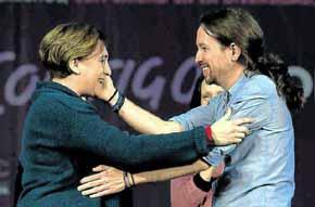 Iglesias con Ada Colau en el m�tin central de la campa�a del 20-D en Madrid (Javier Soriano - AFP)