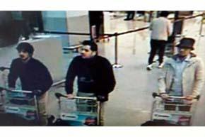 El sospechoso que aún falta por identificar, a la derecha en la imagen