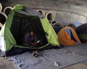 Grecia trata de disminuir la presi�n sobre los campamentos de refugiados.