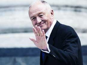 Laborismo suspende a ex alcalde de Londres por comentarios sobre Hitler