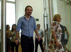 Pablo Iglesias, con la alcaldesa de Madrid, Manuela Carmena.