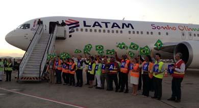 Latam Airlines transport� este martes a Brasil la llama ol�mpica