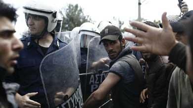 La protesta hab�a comenzado un poco antes, cuando los refugiados se reunieron frente a las oficinas de ACNUR.