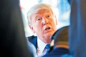 Donald Trump pasa a la defensiva sobre impuestos y su relación con las mujeres