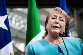Aprobación a Bachelet cae tres puntos, al 21%