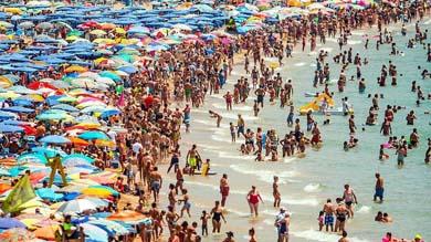 Imagen de la playa de Levante de Benidorm en julio del a�o pasado. GETTY