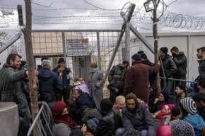 ONU pide a polic�a griega que no use la fuerza en traslado de refugiados